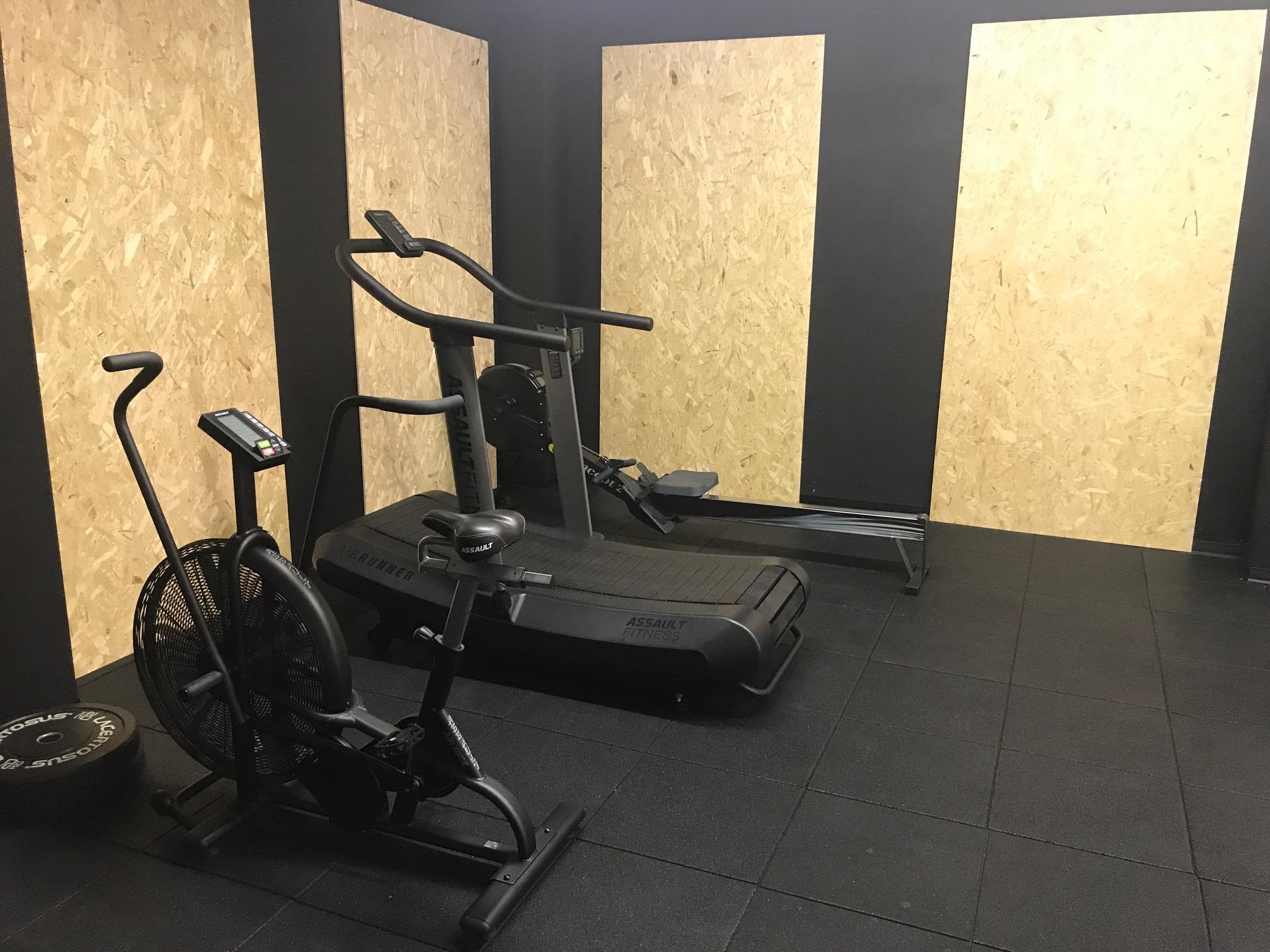 Sala palestra allestita per allenamento funzionale