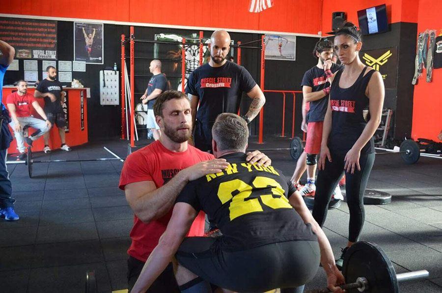 Massima attenzione durante l'allenamento di Weightlifting