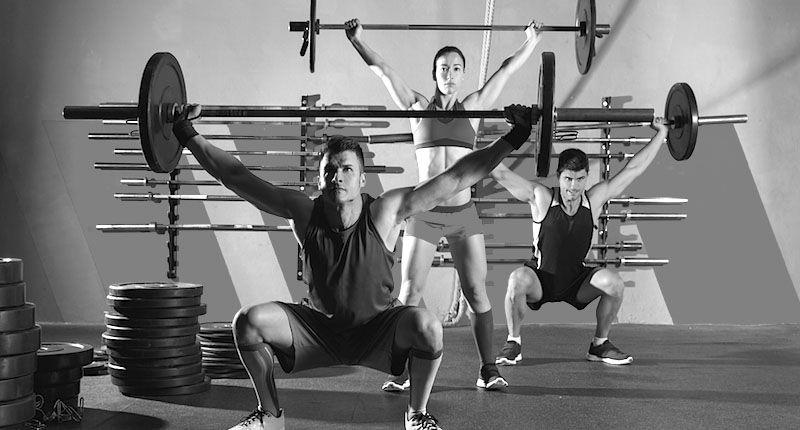 Gruppo in un allenamento di Weightlifting